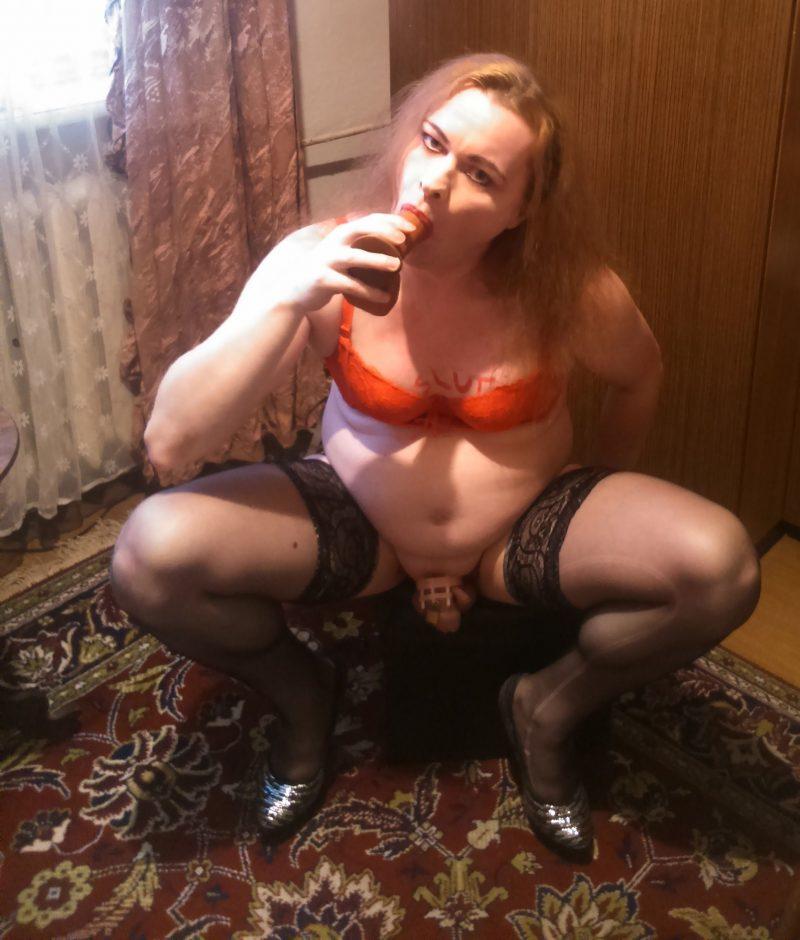 Sissy sucking dildo for practice.
