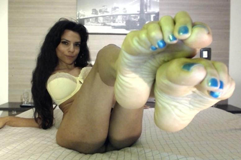 Wake up and worship my pretty Latina feet