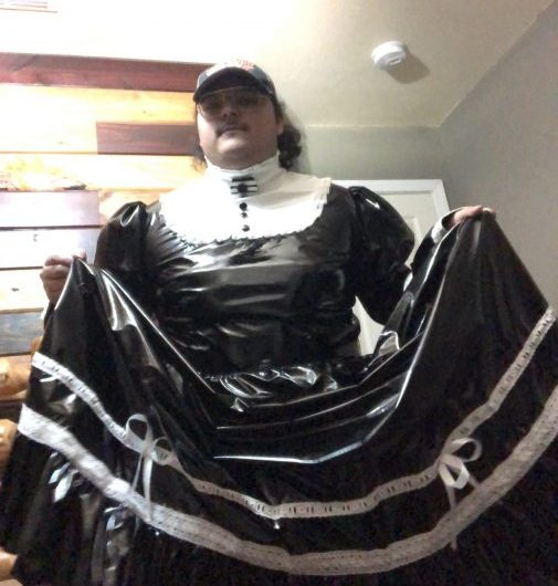 Sissy Maid looking to clean houses and apartments