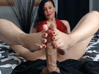 Goddess giving virtual foot jobs on cam