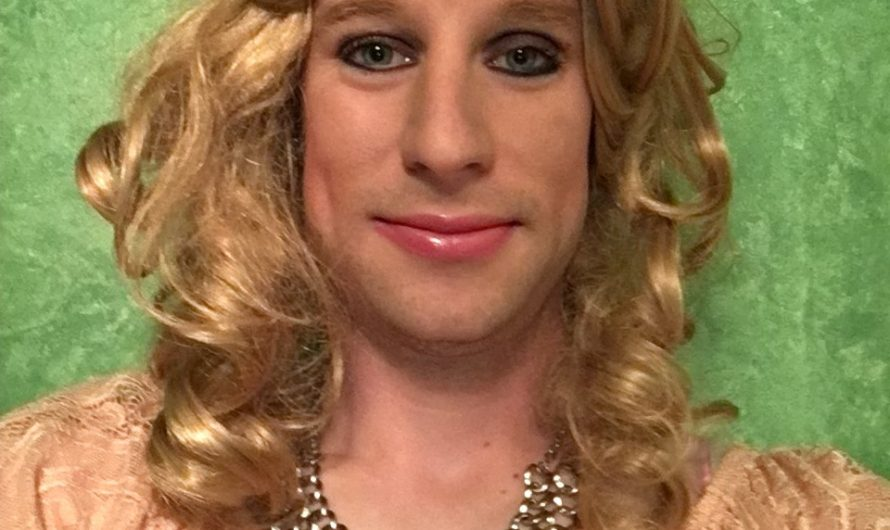 Feminine Sissy Does the Pretty In Pink Assignment